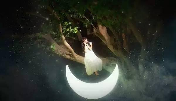 月儿悠悠,情思绵长