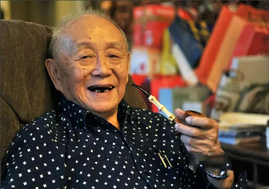 75年独宠一人,95岁照开法拉利,他是中国最酷的90后